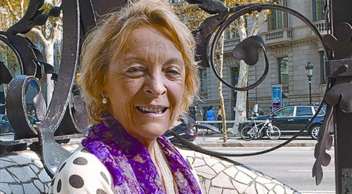Soledad Puértolas, el lunes, en el paseo de Gràcia de Barcelona.