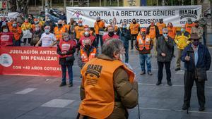 Barcelona 07 12 2020 SOCIEDAD   Concentracion de MAREA pensionistas en plaza universidad  AUTOR  Manu Mitru
