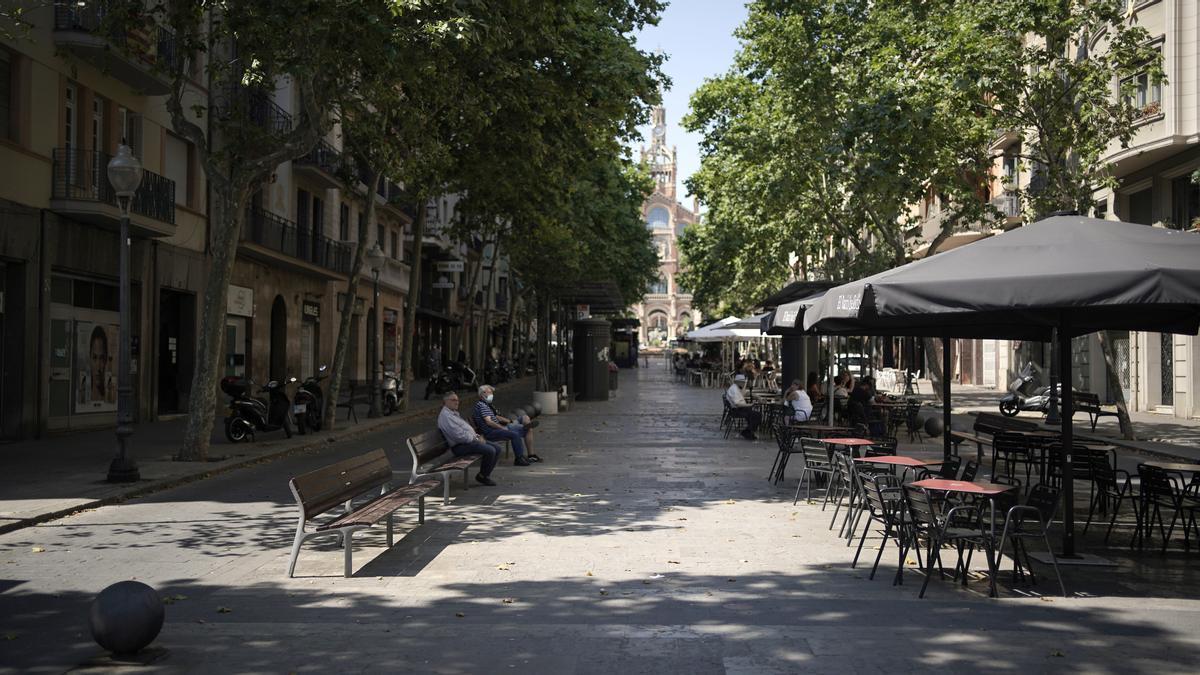 Confluencia de las calles avenida Gaudí con Industria donde anoche un hombre recibió un disparo por causas desconocidas.