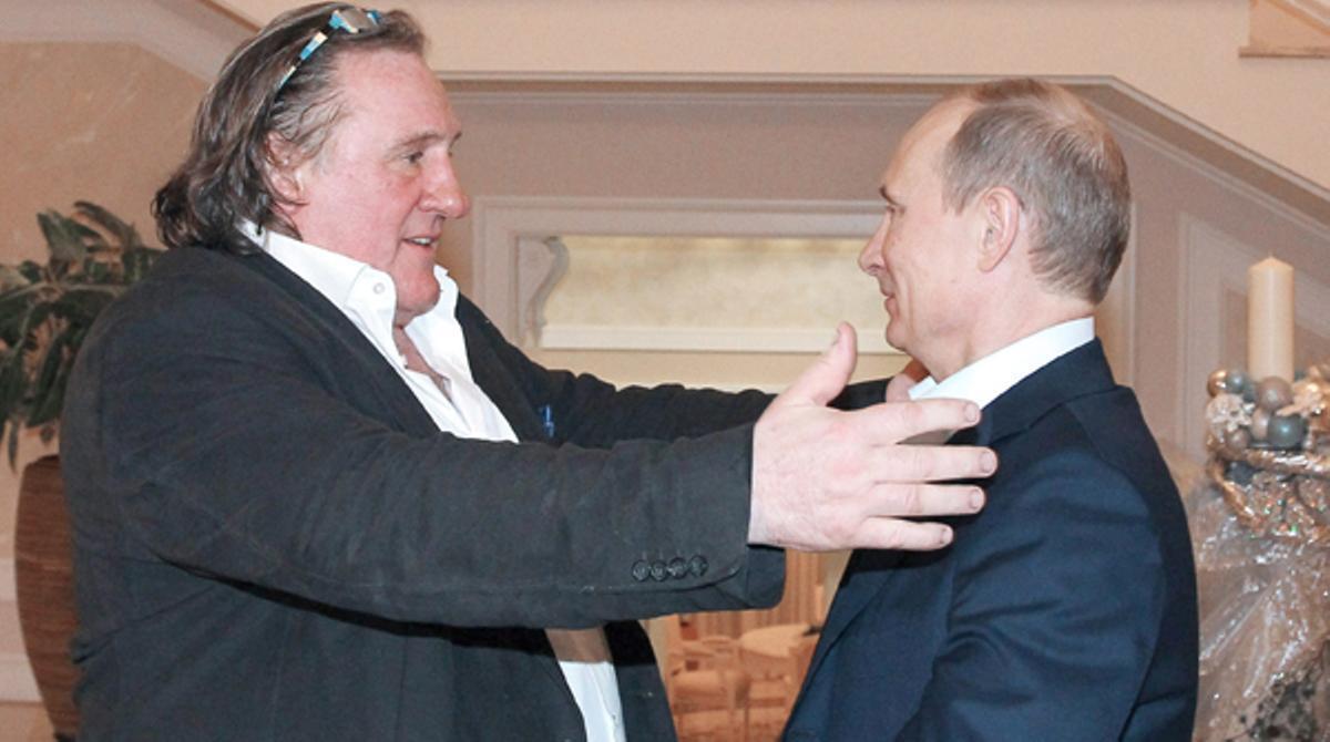 Depardieu recibe de Putin su nuevo pasaporte ruso