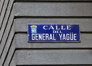 Placa de la calle General Yagüe en Madrid.