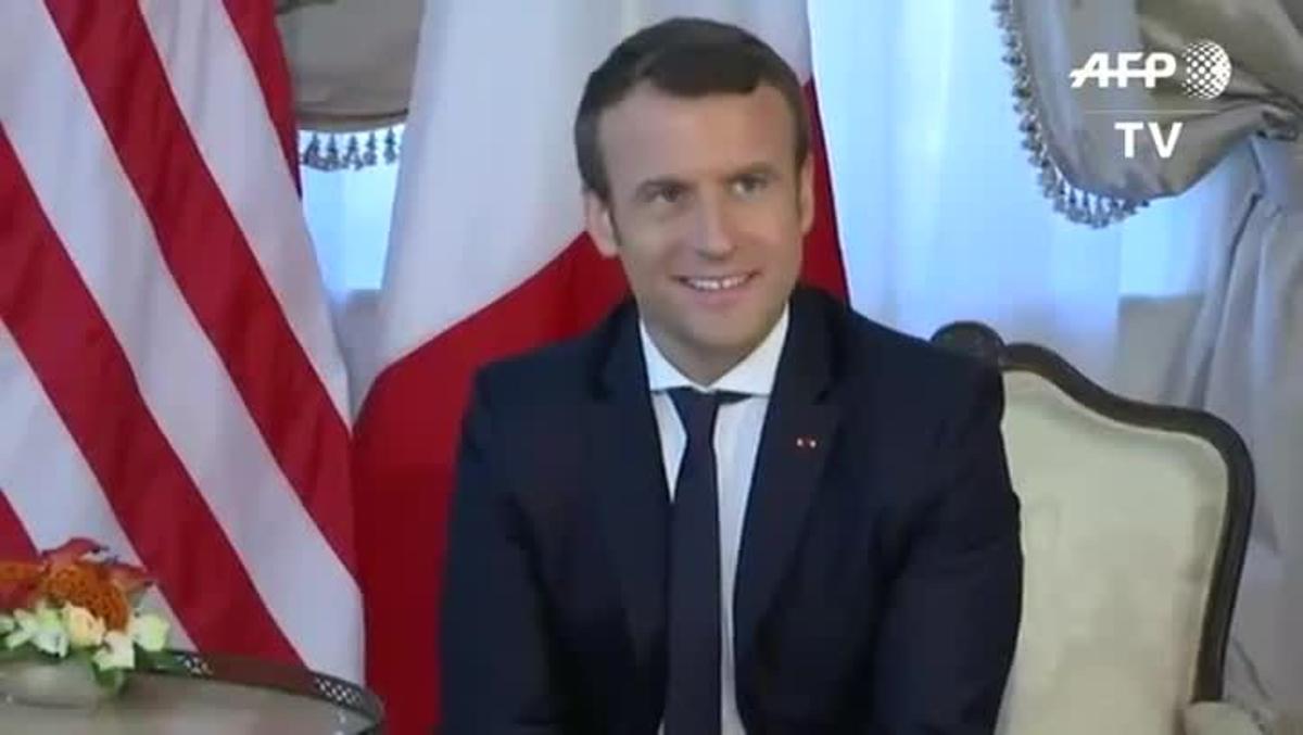 Trump y Macron han protagonizado un estrechísimo apretón de manos.