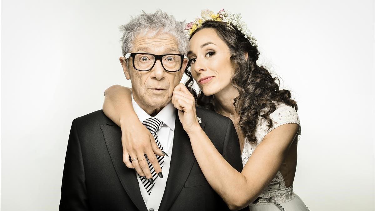 Joan Pera y Anna Carreño son padre e hija en 'El pare de la núvia'.