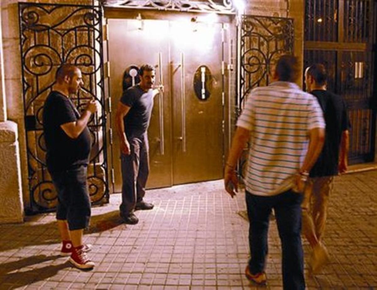 Clientes en la entrada de la sala Martins, el pasado jueves.