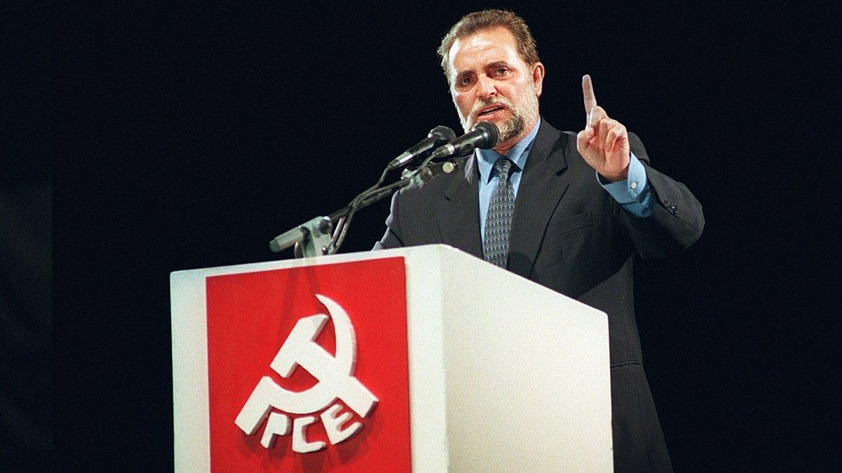 Julio Anguita, en un mitin durante la fiesta del PCE del 2001.