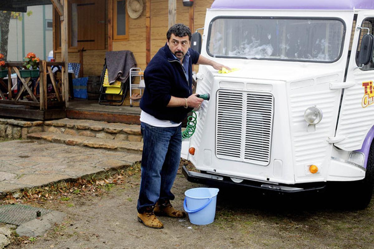 Paco Tous, en un fotograma de la serie 'Con el culo al aire'.