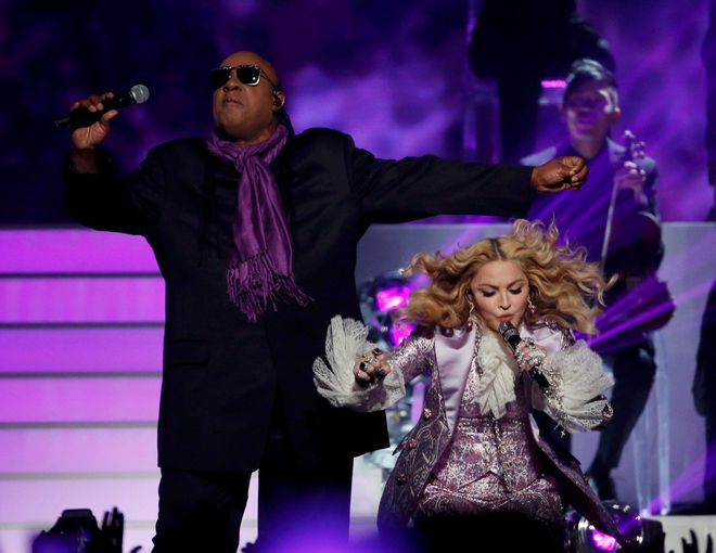 Stevie Wonder and Madonna perform Purple Rain during the tribute to Prince at the 2016 Billboard Awards in Las Vegas, Nevada, U.S., May 22, 2016.  REUTERS/Mario Anzuoni     TPX IMAGES OF THE DAY