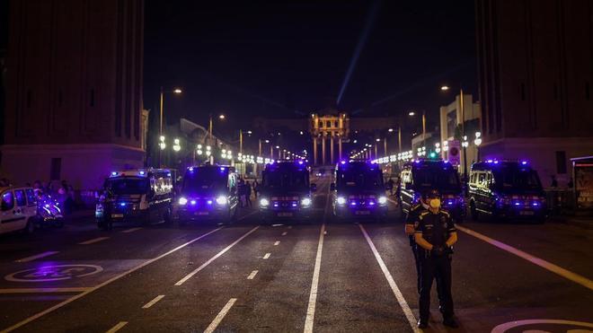 El dispositivo de Mossos i Guardia Urbana han blindado la Avenida María Cristina.