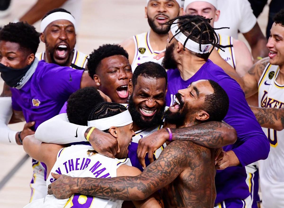 Los Lakers consiguen su decimoséptimo título de campeones de la NBA.