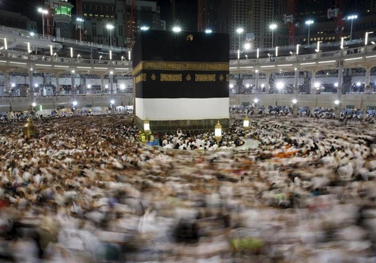 Vista del recinto sagrado musulmán de La Meca abarrotado de fieles tras peregrinar a esta ciudad, tal y como su religión estipula.