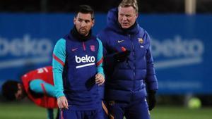 Koeman junto a Messi en el primer entrenamiento del Barça en el 2021.