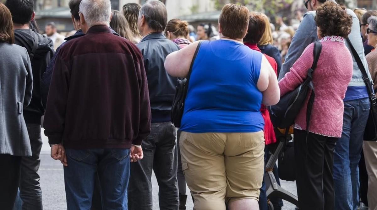 Una mujer obesa, en una calle de Valencia.