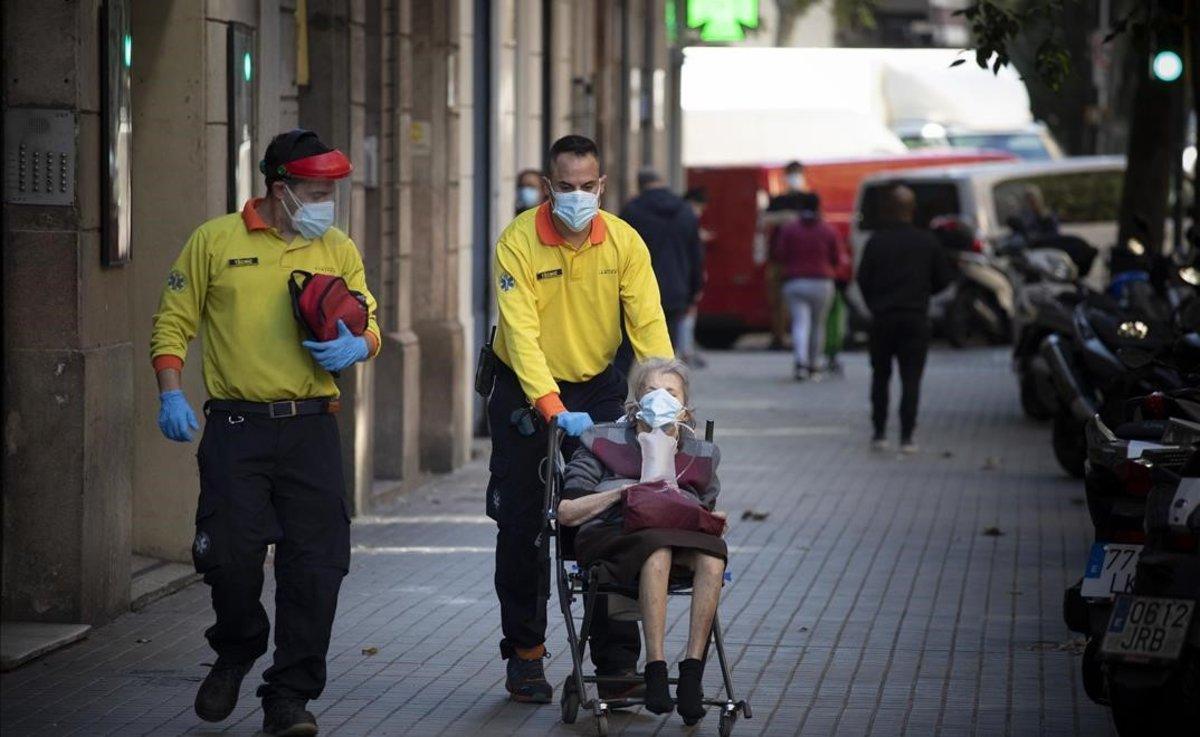 La velocitat del virus torna a pujar a Catalunya i es posa a una centèsima de no avançar de fase