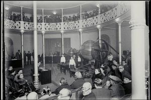 Celebración del sorteo de Navidad celebrado el 22 de diciembre de 1937 en el restaurante Lyon d'Or, en la Rambla de Barcelona.