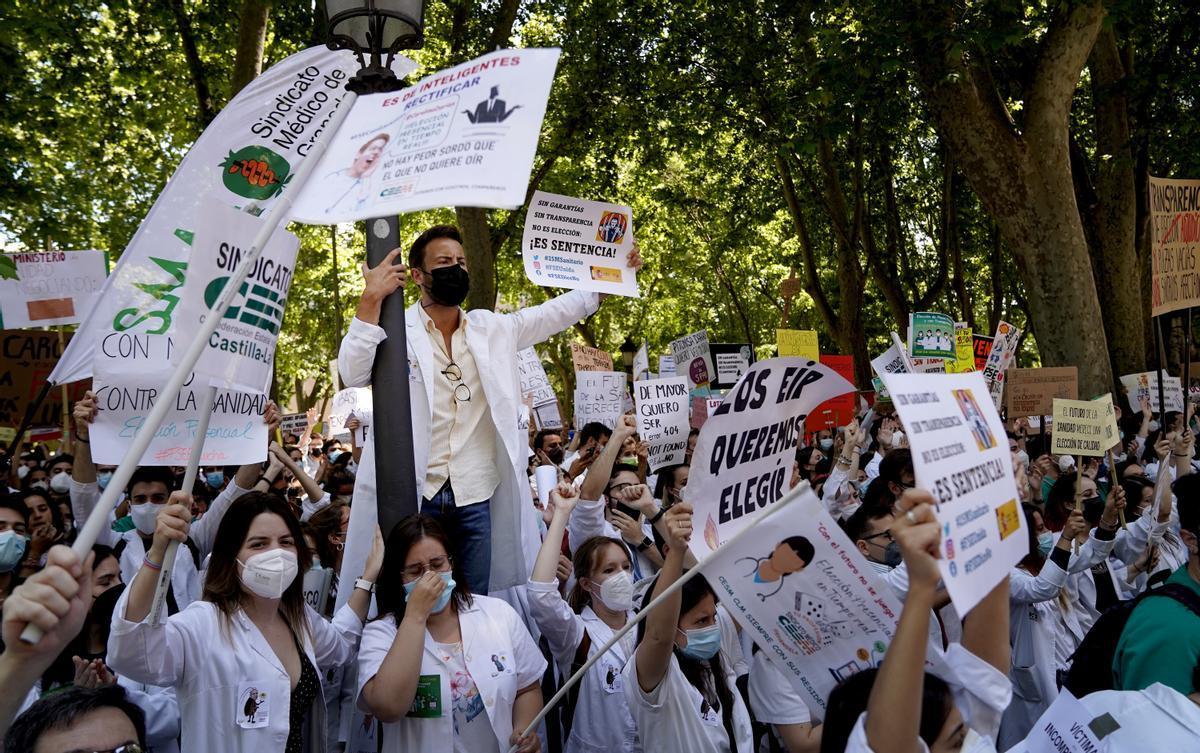 Concentración de médicos frente al Ministerio de Sanidad.