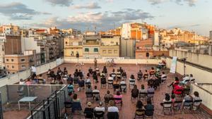 La música i el ball prenen els terrats de l'Hospitalet