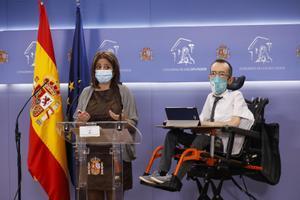 Laportavoz del PSOE en el Congreso, Adriana Lastra, y su homólogo de Unidas Podemos, Pablo Echenique, el 13 de octubre en la sala de prensa de la Cámara.