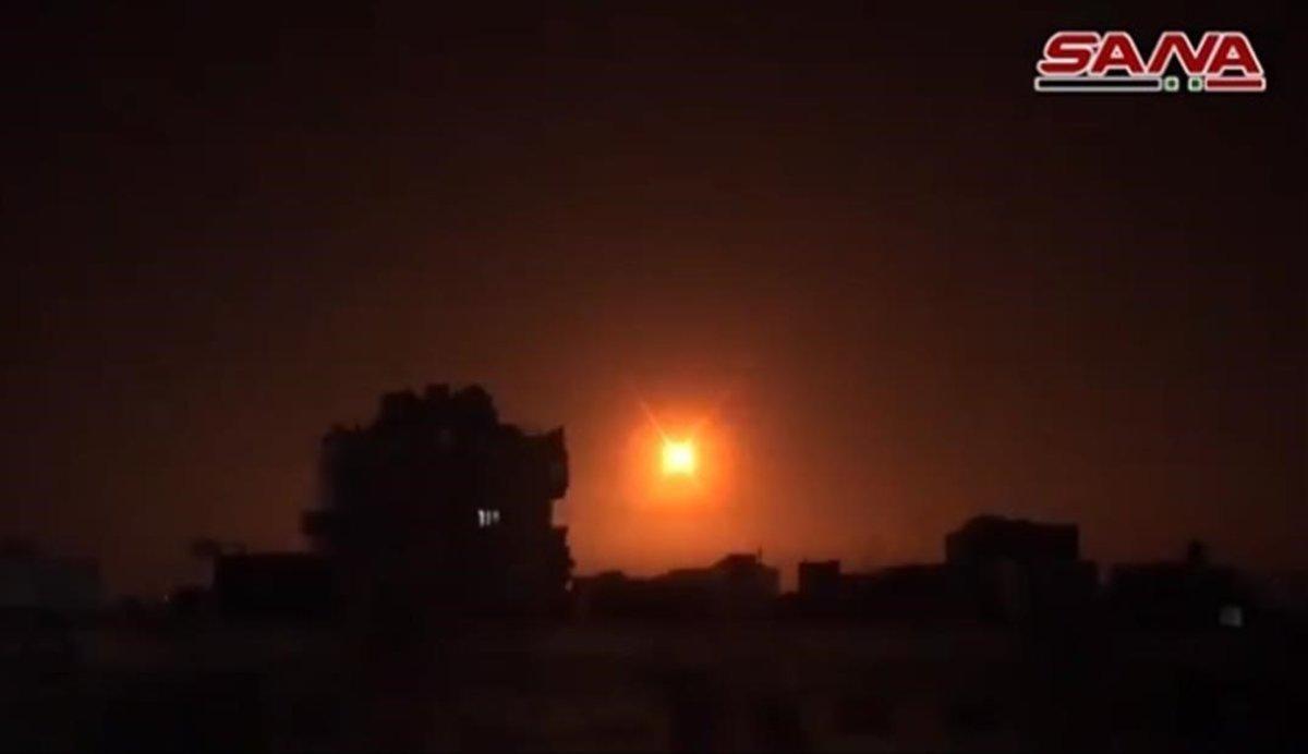 Los sistemas de defensa antiaérea de Siria repelen un ataque con misiles en los alrededores de Damasco.