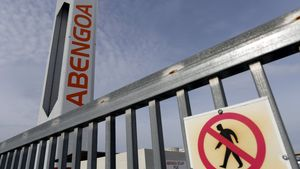 Advertencia de 'no pasar' en un edificio de Abengoa.