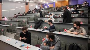 Estudiantes de Telecomunicaciones en la UPC se disponen a hacer un examen, el pasado enero.