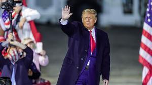 Trump amenaza con tumbar el acuerdo para TikTok si Estados Unidos no tiene el control total.