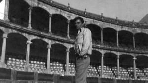 Juan Marsé, en la plaza de toros de Ronda.