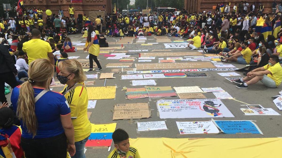 Concentración pacífica contra la represión en el Arc de Triomf de Barcelona