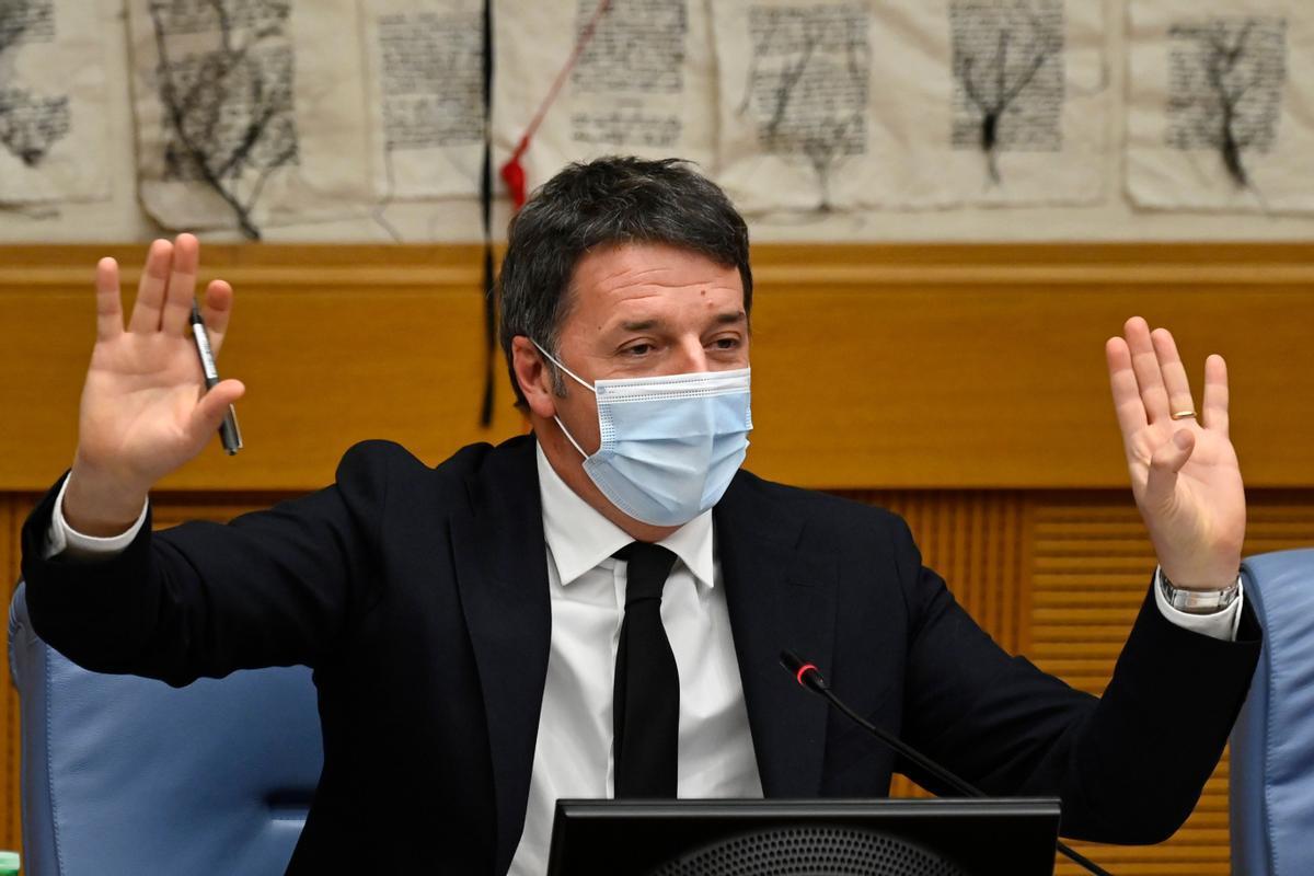 Renzi comparece en rueda de prensa tras anunciar la salida del Gobierno.