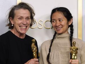 Frances McDormand, con Chloé Zhao.