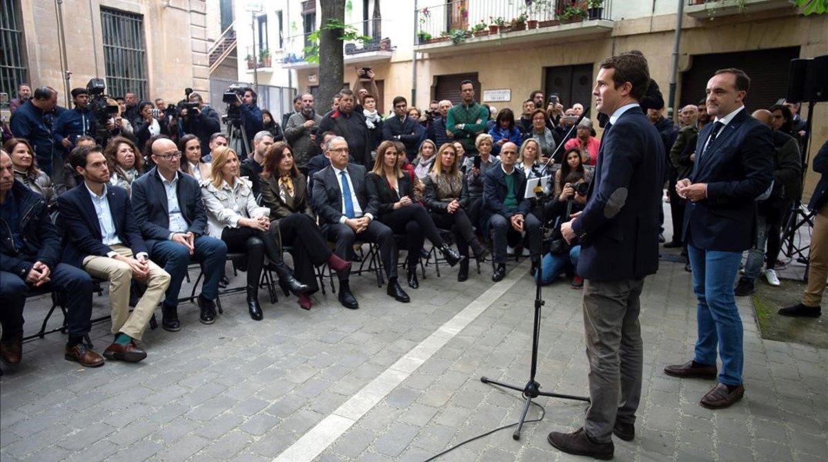 Pablo Casado, este Viernes Santoen un acto en la plaza de San José, al lado de la Catedral de Pamplona.