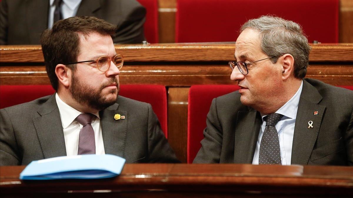 El vicepresidente Pere Aragonès y el 'president', Quim Torra, en el Parlament