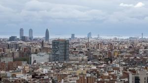 Vista general de Barcelona desde el mirador de Torre Baró, con apenas contaminación por la crisis del coronavirus, el pasado 26 de marzo.