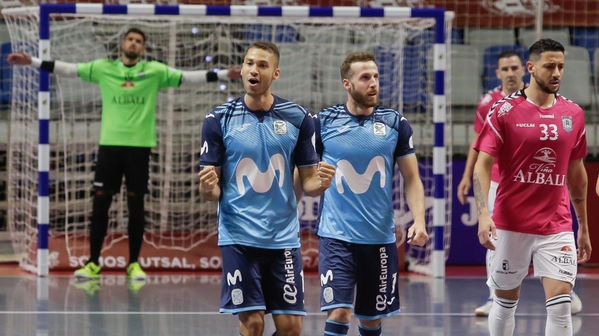 Los jugadores del Inter celebran su primer gol en la final ante el Valdepeñas.