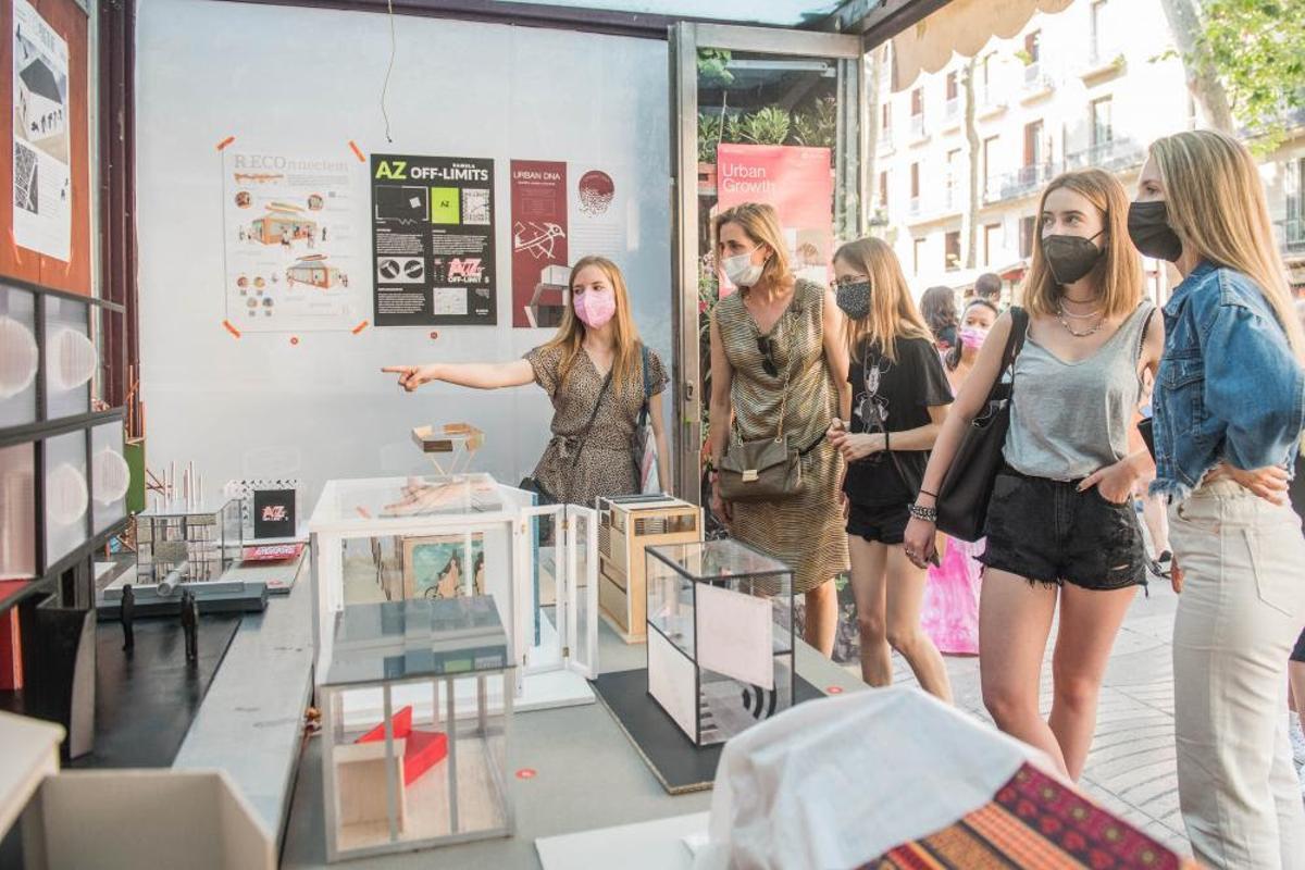 Los más de 40 proyectos se han expuesto en los quioscos cedidos por el Ajuntament de Barcelona.