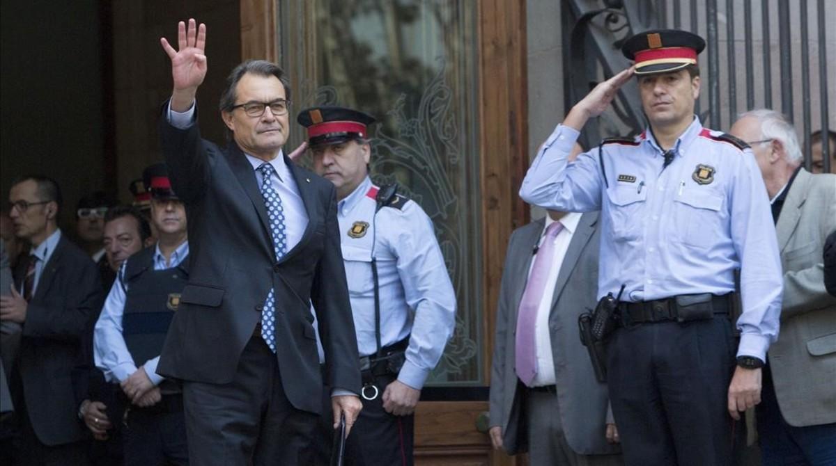 Artur Mas sale del Tribunal Superior de Justícia de Catalunya tras declarar como imputado por la consulta del 9-N