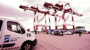 Grúas de la terminal de Hutchison Ports Best en el puerto de Barcelona.