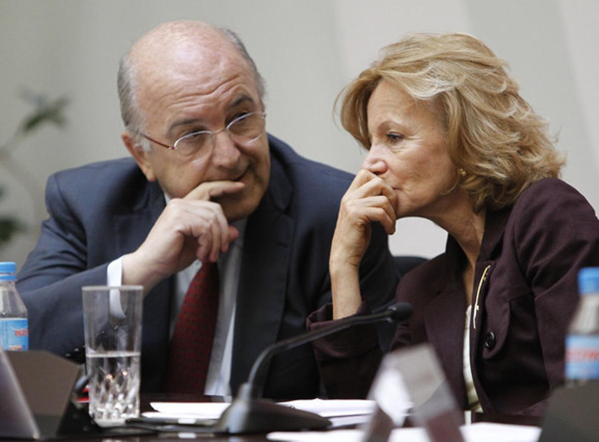 Joaquín Almunia y Elena Salgado, este lunes, en las jornadas anueales de la Comisión Nacional de la Competencia.