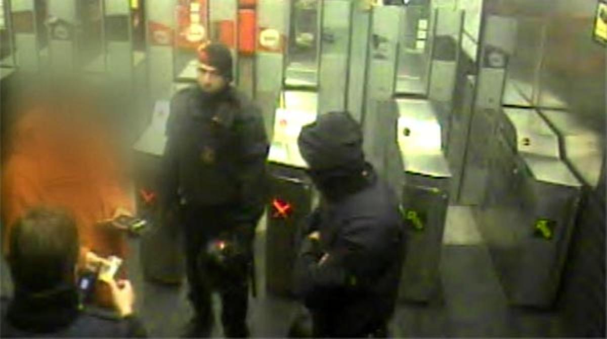 La detención de Raúl A. G. en el metro.