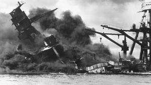El USS Arizona, bombardeado el 7 de abril de 1941 en Pearl Harbor.