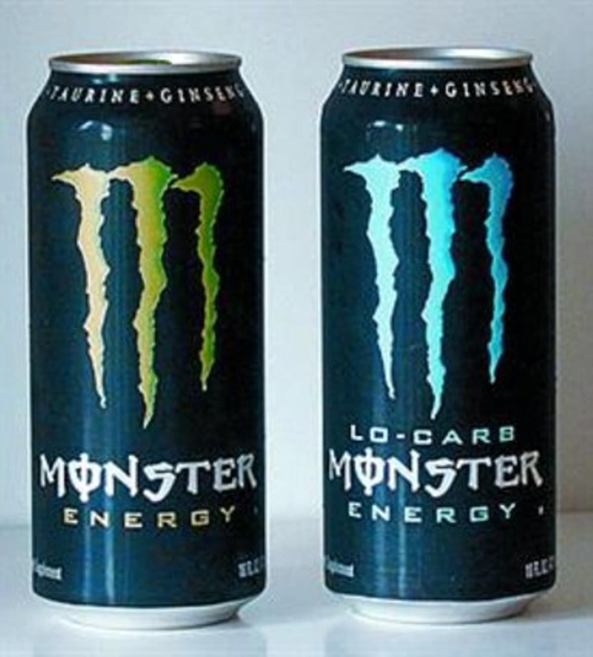 Dos latas de bebidas Monster.