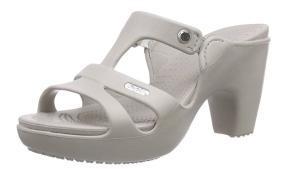 El modelo de moda de sandalia de goma con tacón se puede adquirir en Amazon.