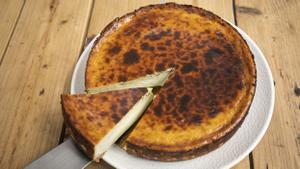 Tarta de queso y porción de Jon Cake.