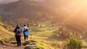 Excursionistas en la montaña.