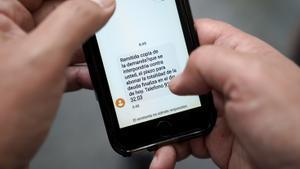 Mensaje SMS enviado por un servicio de recobros a un deudor.