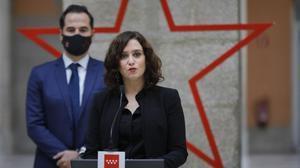 Isabel Díaz Ayuso e Ignacio Aguado, en el homenaje a los sanitarios en Madrid, este domingo.