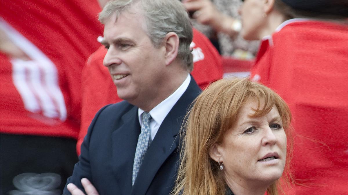 Tras la demanda por abuso sexual,  el príncipe Andrés llega al castillo de Balmoral con Sarah Ferguson