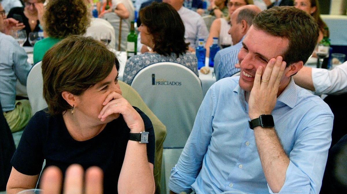 Soraya Sáenz de Santamaría y Pablo Casado, en la cena del grupo parlamentario del PP.