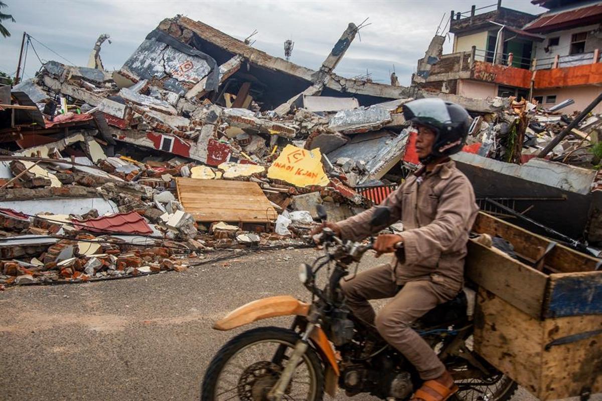 Se teme que haya más víctimas debajo de los escombros.
