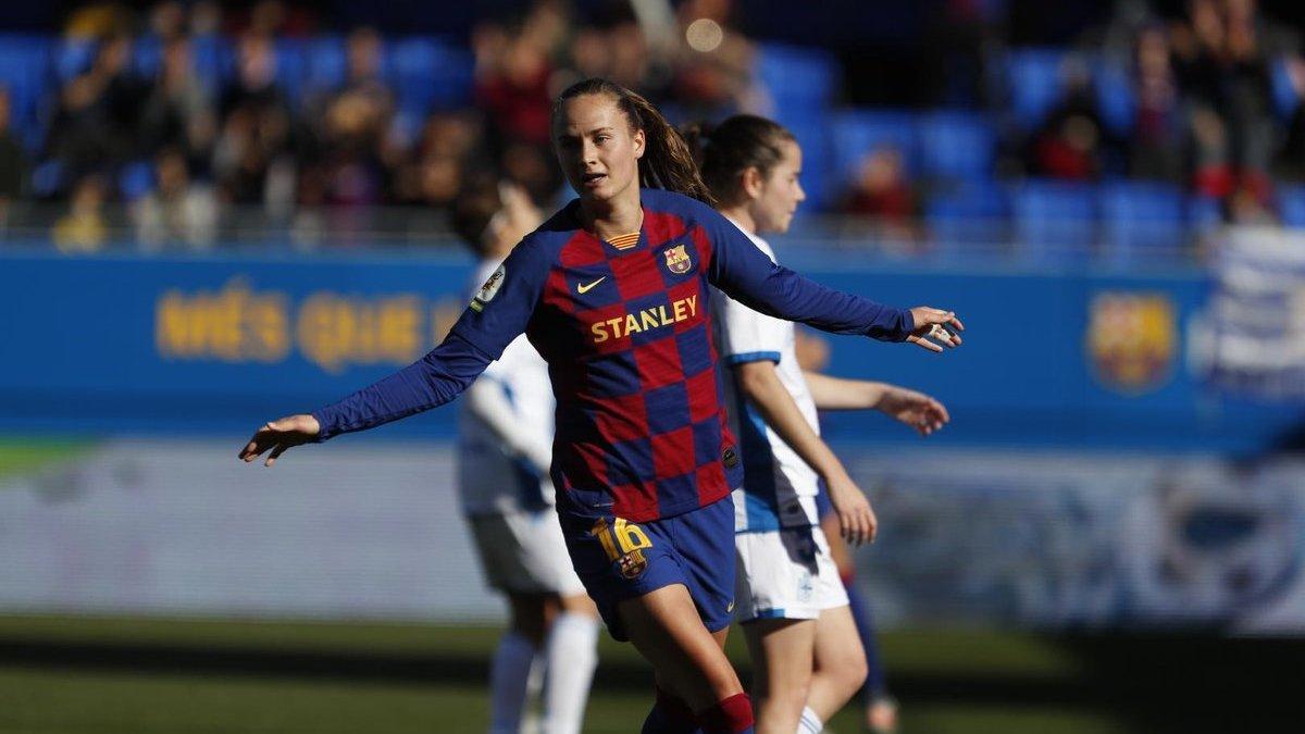 Caroline Graham Hansen celebra uno de sus tres goles al Deportivo Abanca.