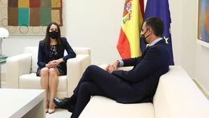El presidente del Gobierno, Pedro Sánchez, con la líder de Ciudadanos, Inés Arrimadas, el pasado 2 de septiembre.